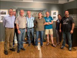 Gruppenbild mit Dame: Herr Arnold (links) sowie Mitglieder von FürthWiki e. V. samt Freunden (Foto: privat)