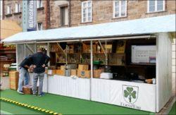 Shop im Shop: Die FürthWiki-Ecke in der Bude des Kärwazeitungs-Teams (Foto: privat)