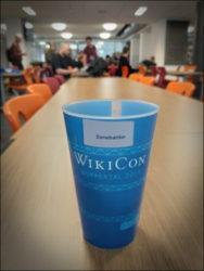 Praktizierte Nachhaltigkeit: personalisierter Trinkbecher zur mehrfachen Nutzung während der dreitägigen Konferenz (Foto: Ralph Stenzel)