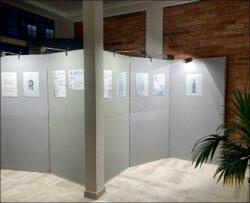 Stellwände statt Stühle: temporäre Ausstellung zur »Fernwehoper« im FürthWiki-Laden (Foto: Julia Fritsche)